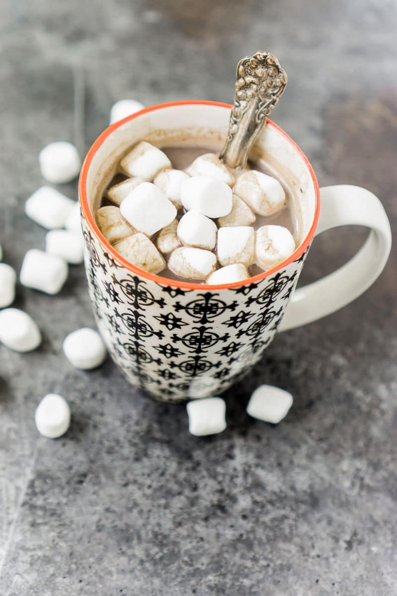 A Healthy Homemade Hot Chocolate Recipe that Actually Tastes ...
