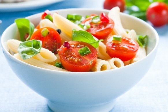 Avocado and Tomato Pasta Salad (Weight Watchers) | KitchMe