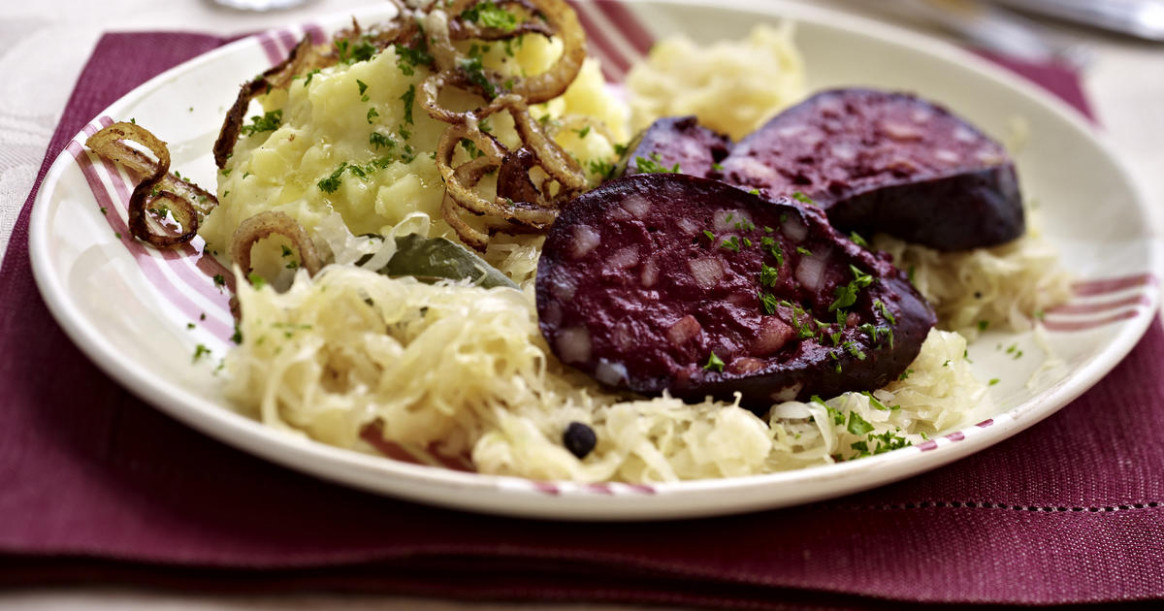 Black pudding with mashed potatoes and braised cabbage ...