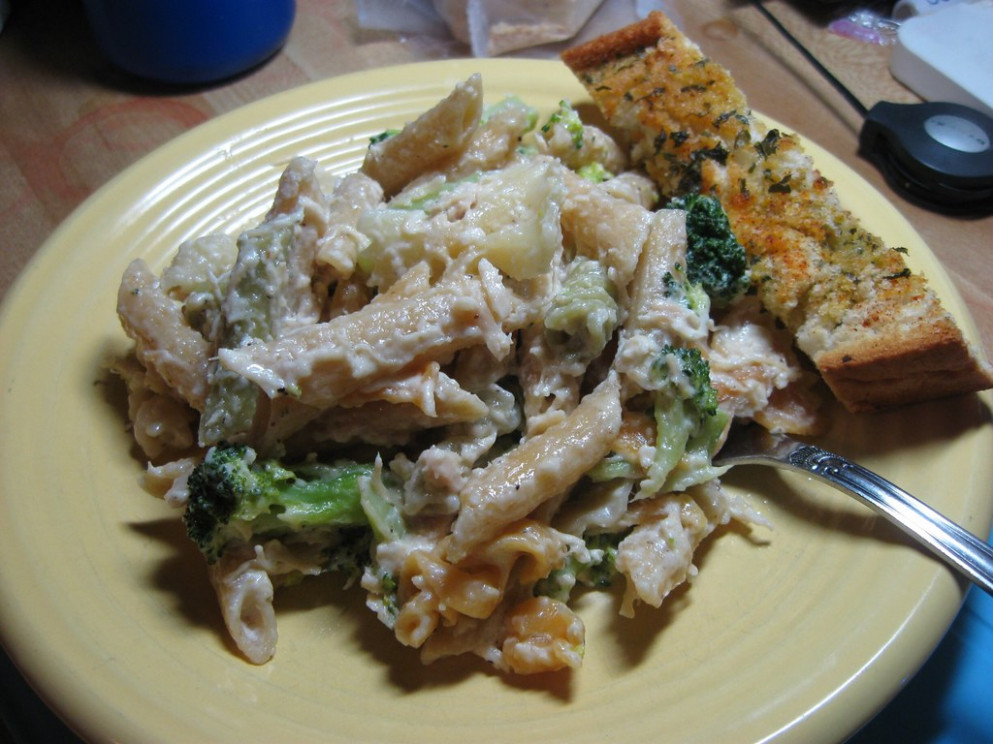 Broccoli And Chicken Garlic Alfredo