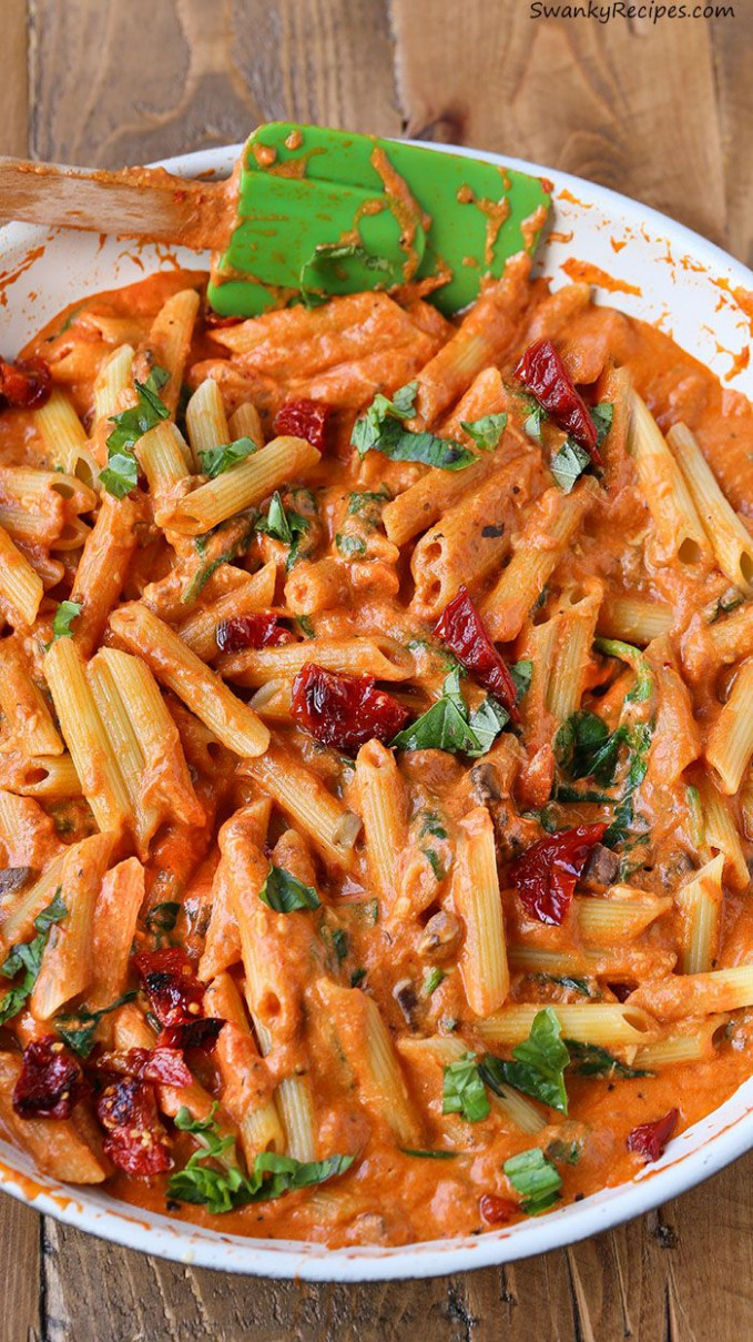 Cheesy Mozzarella Penne Rosa Pasta with Sun Dried Tomatoes ...