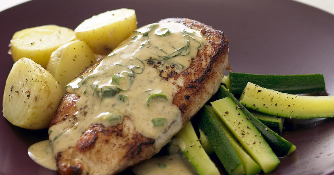 Chicken Breast With Basil Wine Sauce | RecipesPlus