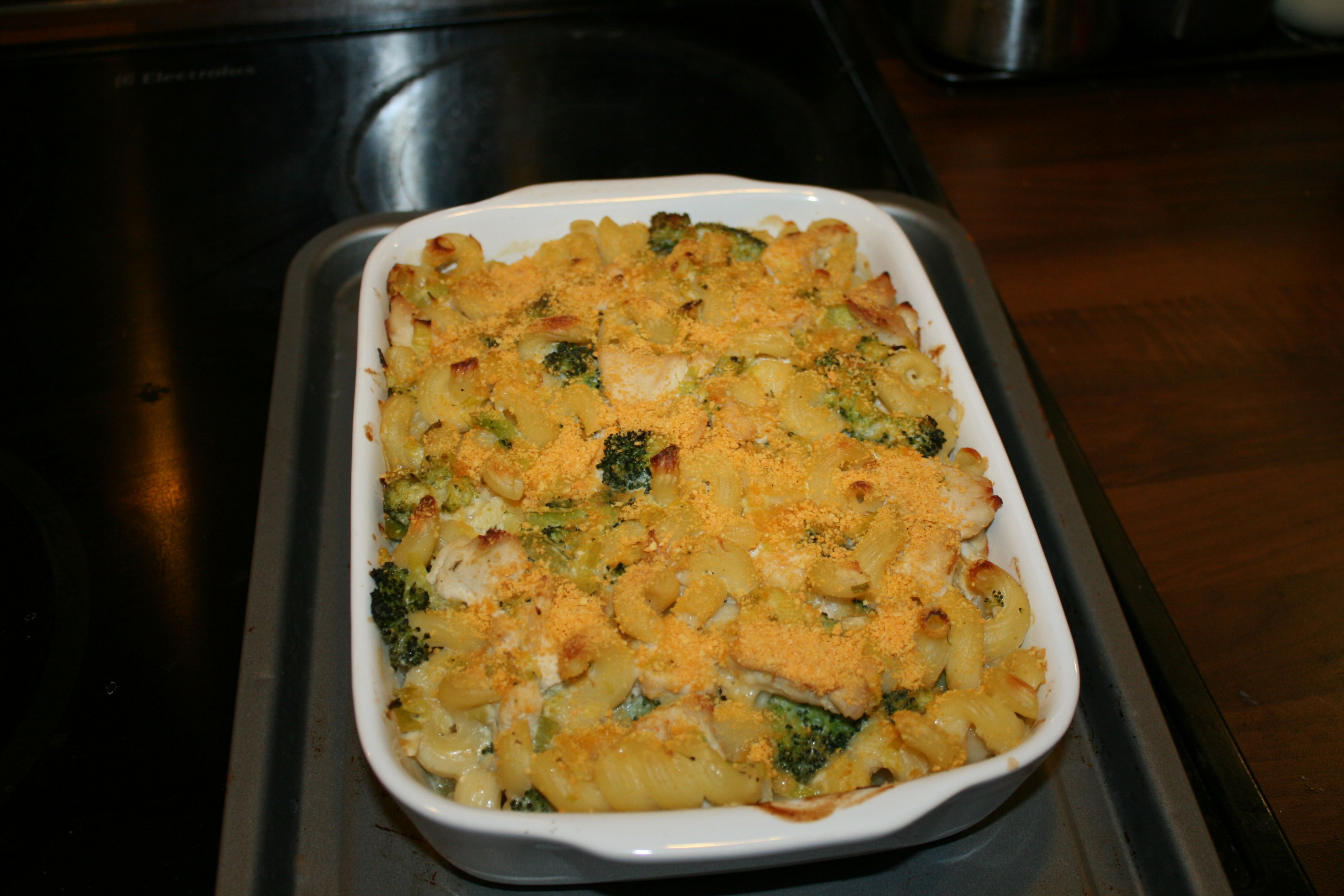 Chicken, leek and broccoli creamy pasta bake recipe - All ...