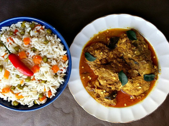 Chicken Xacuti – Chicken curry made with roasted grated ...