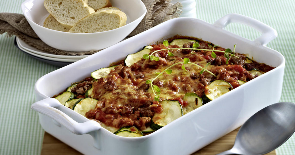 Courgette and minced beef bake | RecipesPlus