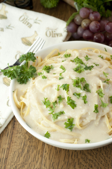Creamy Greek Yogurt Alfredo Sauce | Wishes and Dishes
