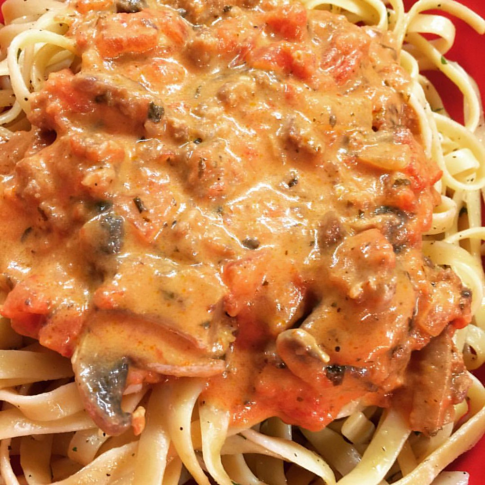 Creamy Italian Sausage Sauce with Tomatoes and Mushrooms 👩🍳 #whatdoyoumeantheresnoleftovers #foodiefun #dinnerformyfam #foodofinstagram #dinnersofinstagram #photosbylauriepontiousandrews For Recipe: https://www.facebook