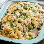 Creamy tuna and pea pasta bake