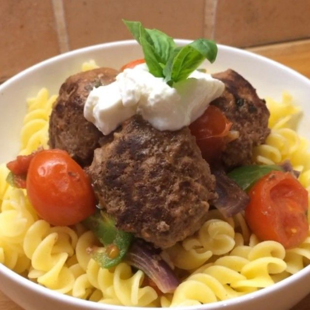 Cycle 2 – Chilli And Basil Meatballs With Pasta | Lean In …
