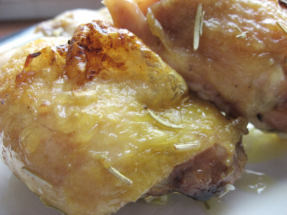Easy Baked Chicken Thighs_01
