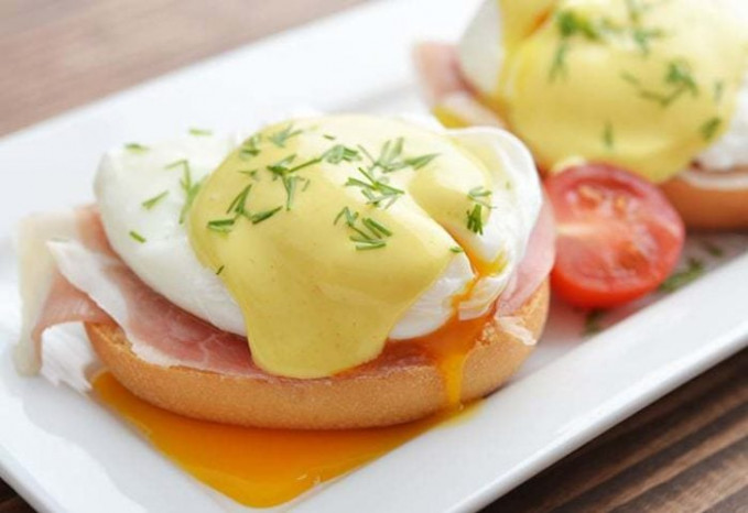 Easy Eggs Benedict Recipe - The Kitchen Magpie