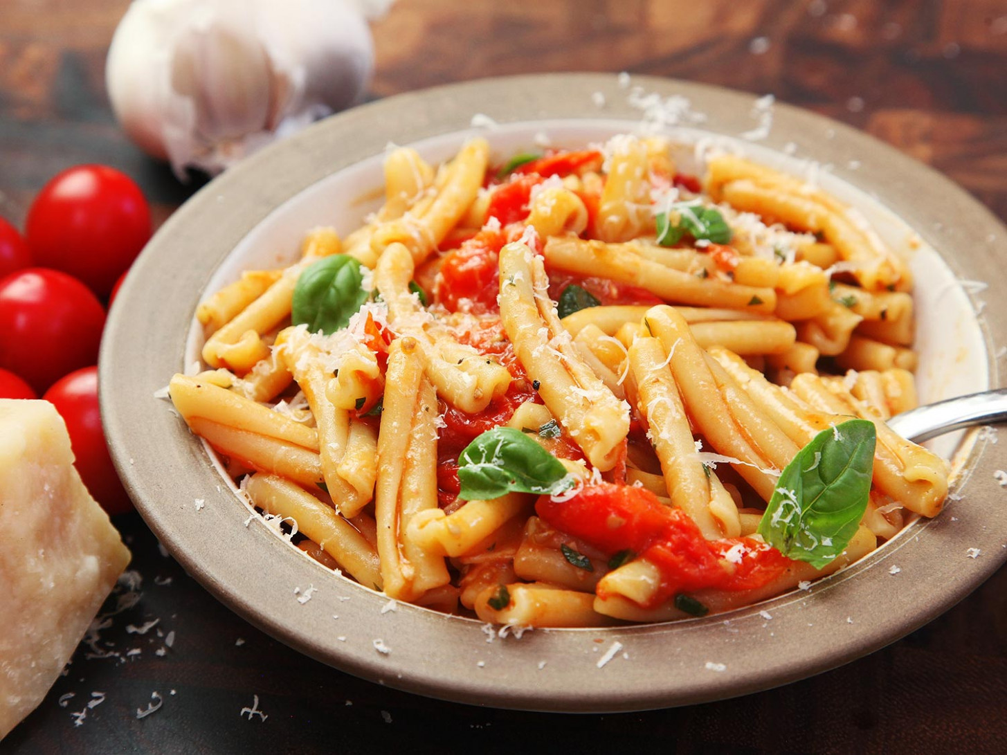 Fast and Easy Pasta With Blistered Cherry Tomato Sauce ...