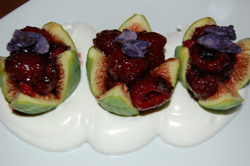Figs with raspberries
