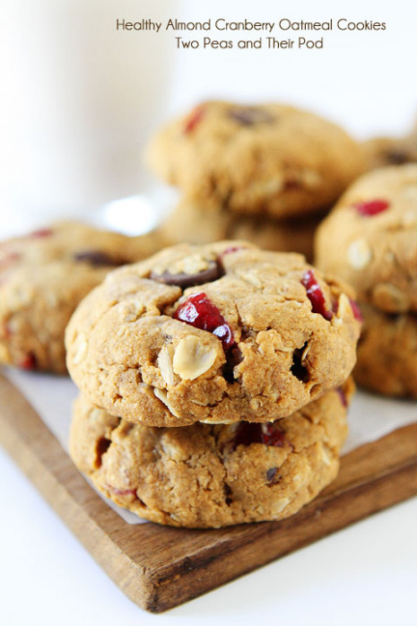 Healthy Almond Cranberry Oatmeal Cookies | Vegan Cookies