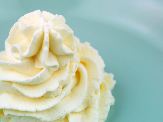 Healthy And SImple Whipped Cream Frosting Recipe