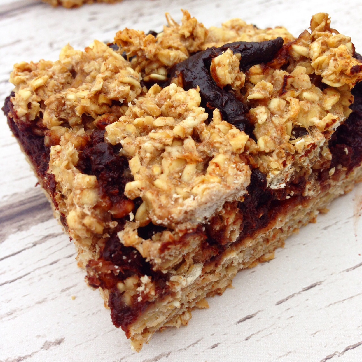 Healthy chocolate oat bars - Hedi Hearts Clean Eating Recipes
