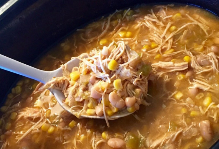 Healthy Crockpot White Chicken Chili - Further Food