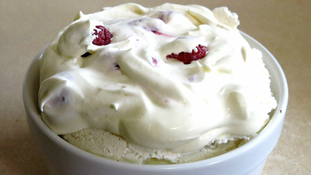 How To Make a Mini Pavlova