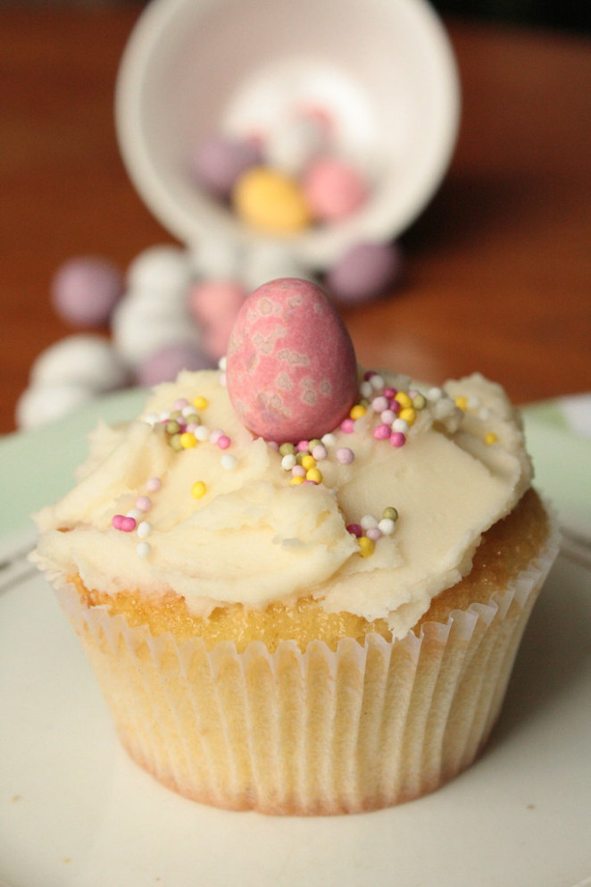 IVanilla Easter Cupcakes