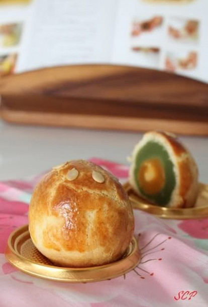 Love to cook and cook to be loved: Custard Shanghai mooncake