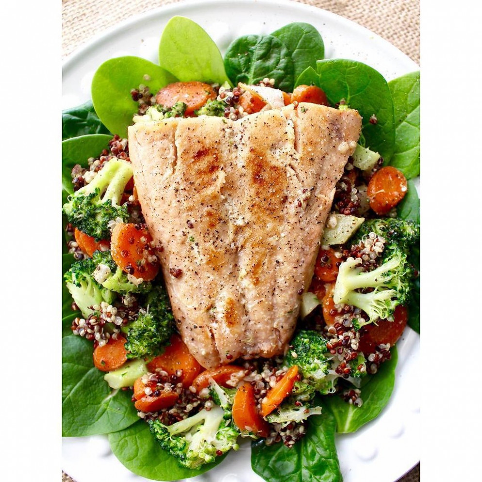Lunchtime! This beautiful, healthy salmon quinoa spinach salad took me about 25 minutes to make, and would be a delicious, fast weeknight dinner as well. I love salmon! Should I add the recipe to the blog?