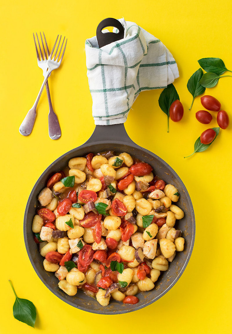 Mediterranean skillet with gnocchi and chicken
