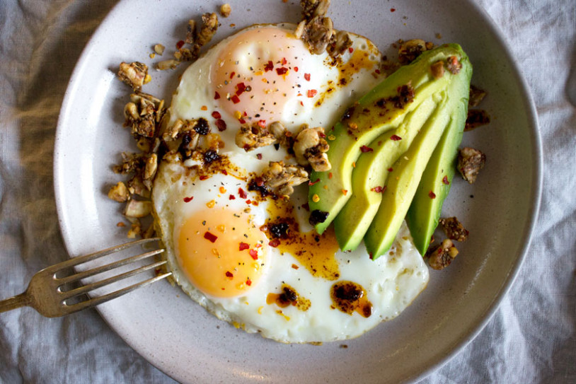 My Go-To 5-Minute High Protein Breakfast - Sprinkle of Green