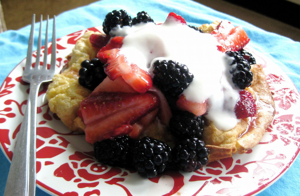 Oven Pancake For One with Berries and Greek Yogurt - with recipe