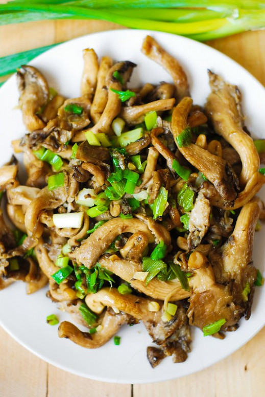 Oyster mushrooms, garlic, and green onions saute (Paleo ...