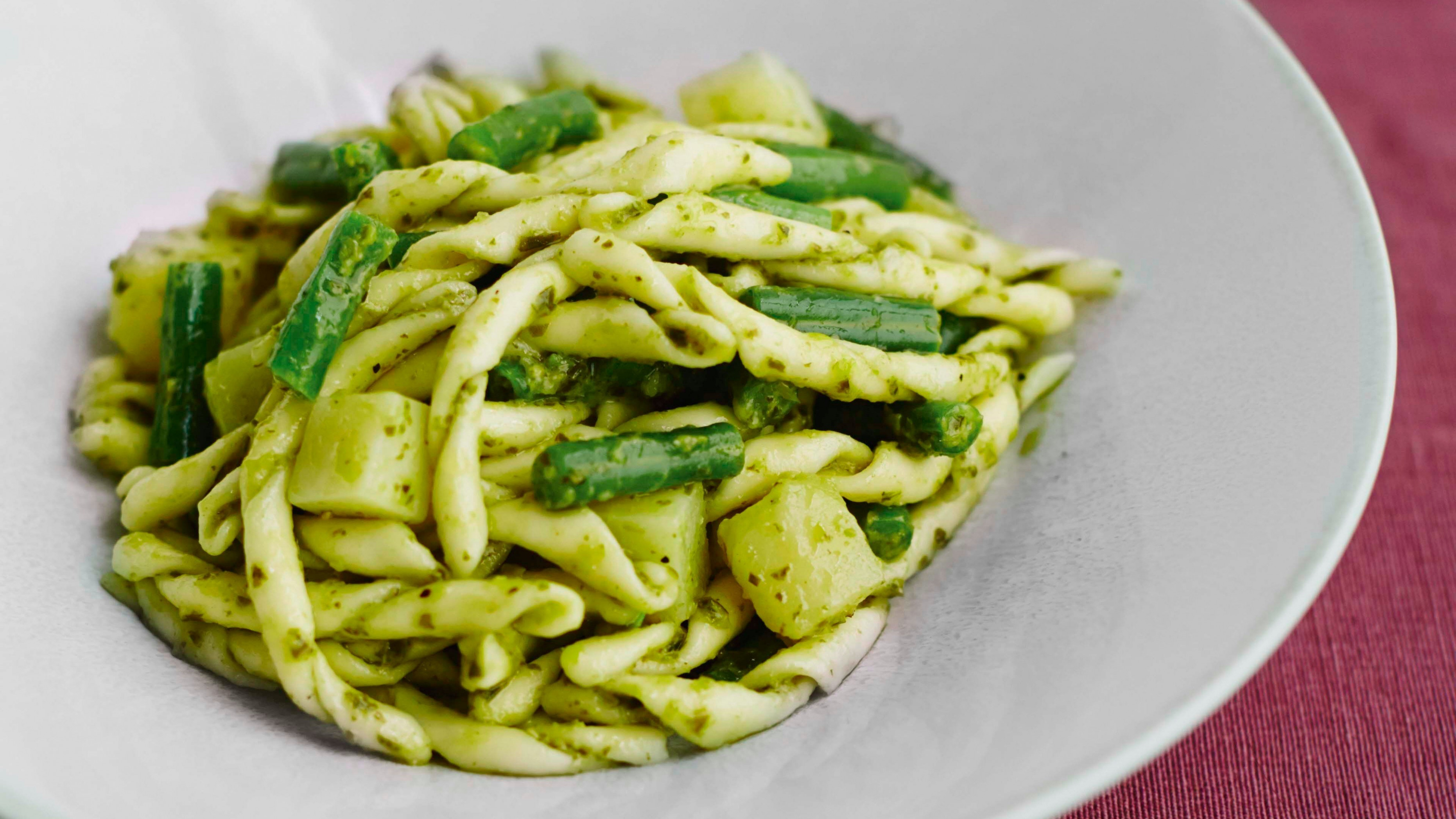 Pasta with pesto, green beans and potatoes | Recipes ...