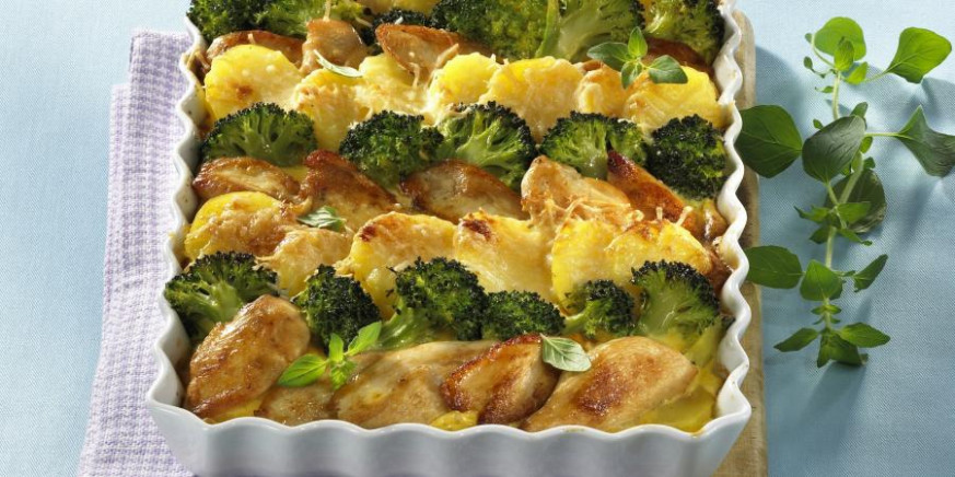 Potato and Chicken Casserole With Broccoli | RecipesPlus