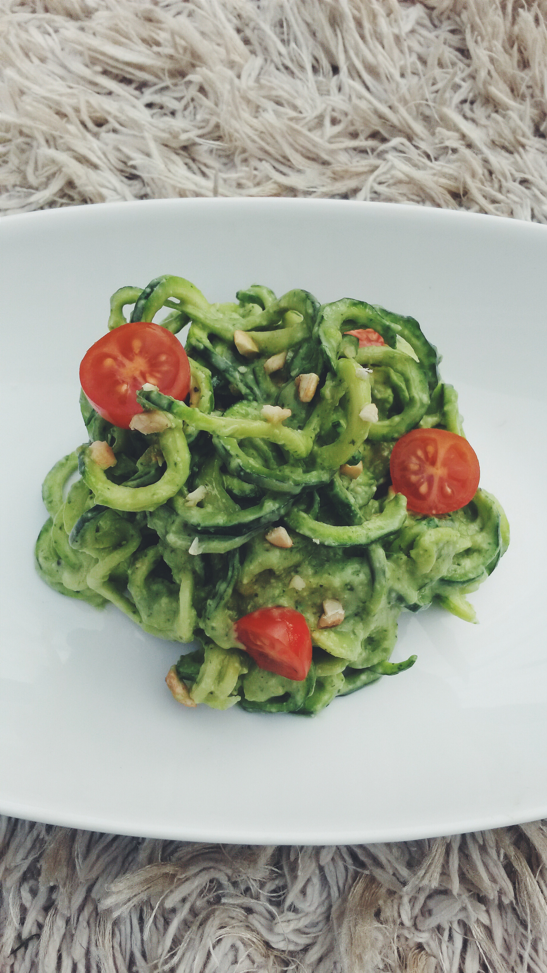 Raw vegan zucchini spaghetti with creamy avocado pasta ...