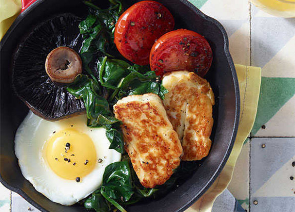 Recipe: Classic fry-up with a halloumi twist | Sainsbury's