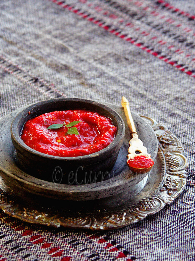roasted tomato and pepper chutney