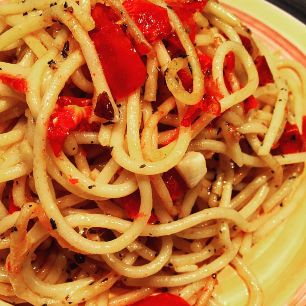 Simple pasta using Conti Bronze Drawn Spaghetti ... The sauce is even easier.  The recipe is fresh cherry tomatoes halved, minced garlic, whole chili peppers crushed, a pinch of salt to flavor and sautéed with olive oil.  Sprinkle a bit of basil