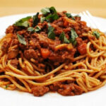Slow Cooker Spaghetti Bolognese | Recipe in 2019 | crafts ...