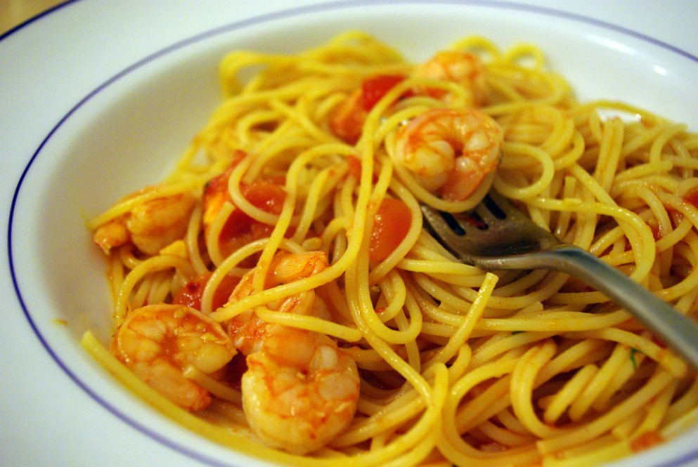 spaghetti with shrimp and spicy tomato sauce
