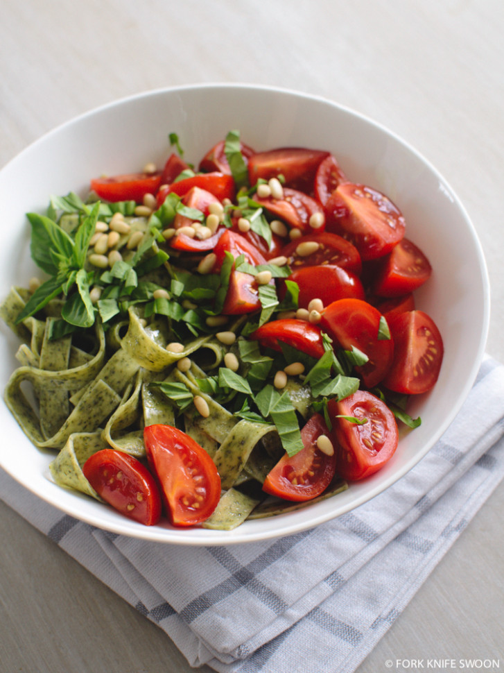 Spinach Pasta with Tomatoes, Pine Nuts and Basil   Fork ...