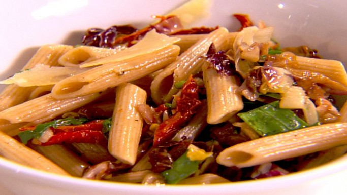 Tricolore penne pasta with chicken | Recipes | Food Network UK