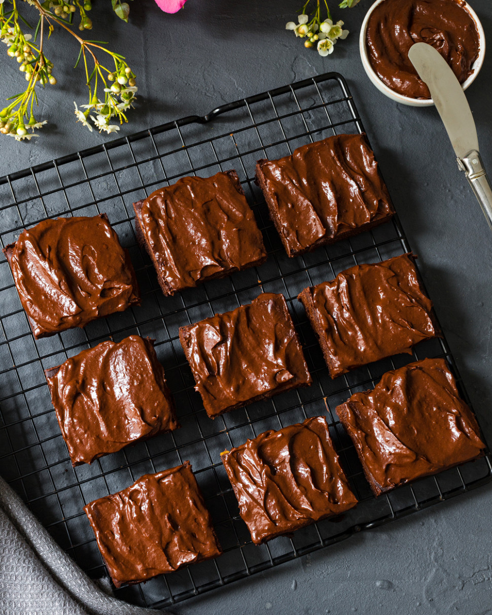 VEGAN BANANA BROWNIE RECIPE WITH HEALTHY FROSTING | The ...