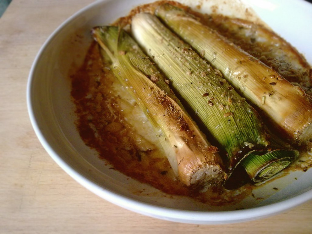 Vegan healthy recipes: Superfast simple baked leek in oats cream