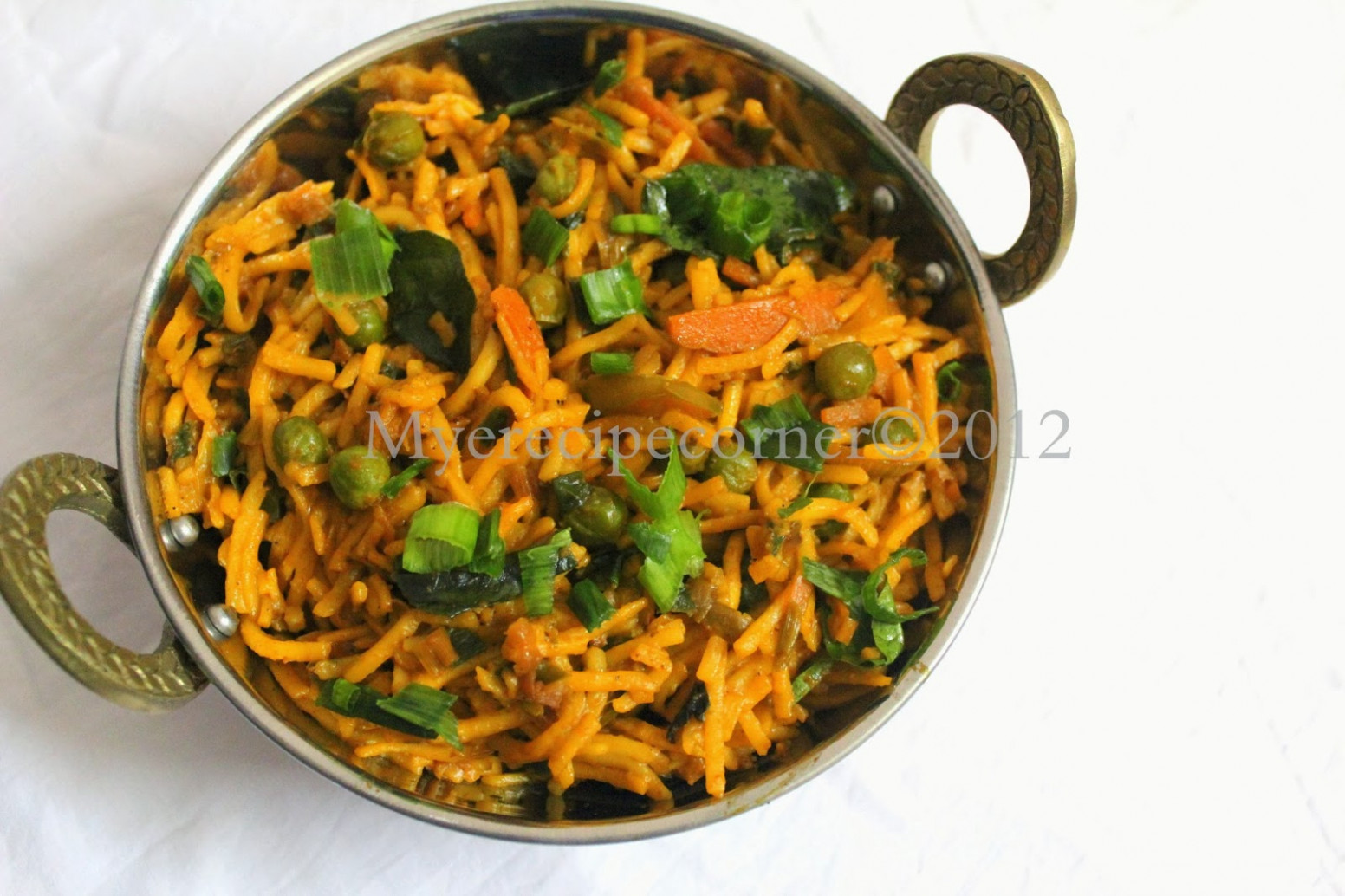 Vegetable Kothu Noodles / Spicy Indian Noodles - chicken ...