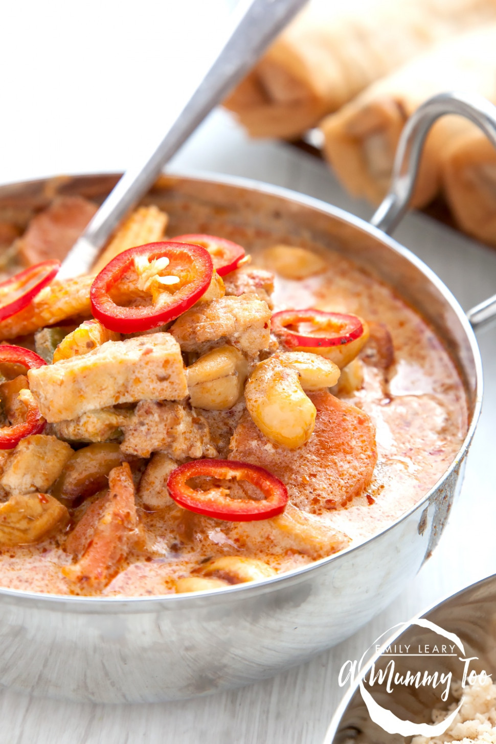 Vegetarian low-carb red Thai-style curry