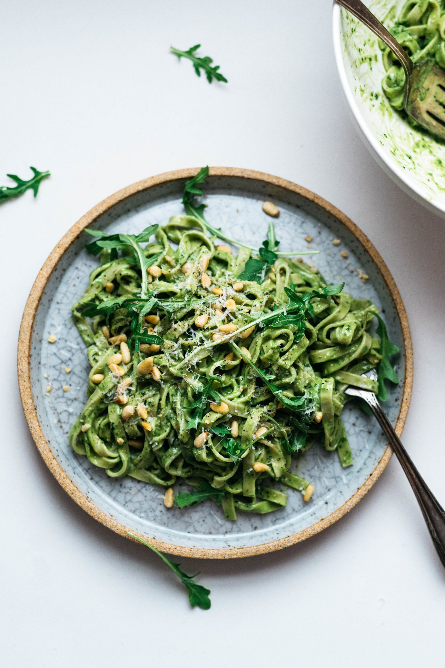 wow! AVOCADO-KALE PESTO PASTA (VEGAN) | dolly and oatmeal ...
