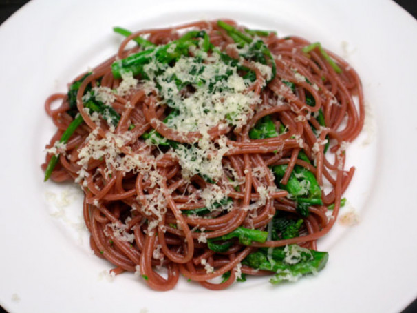 Zinfandel Spaghetti With Spicy Rapini Recipe | Serious Eats